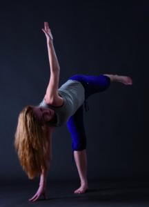 """Yoga-Figur """"Dreieck"""" von rechts"""