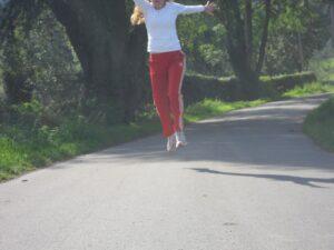 Dagmar joggt durch den Wald